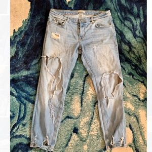 Zara mid-rise girlfriend light wash jeans